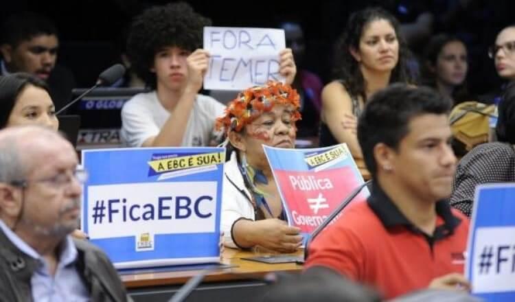Foto de manifestações durante Audiência Pública na Câmara dos Deputados